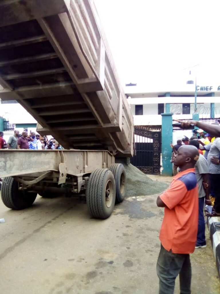 Obaseki Pull Down Edo Assembly Roof, Heaps Sand At The Gate (Photos+Video)