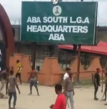 Thugs Invade Aba South LGA Headquarters, Destroys Properties (Video)