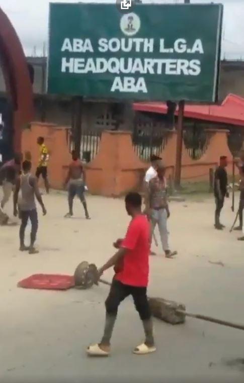Thugs Invade Aba South LGA Headquarters, Destroys Properties (Video)