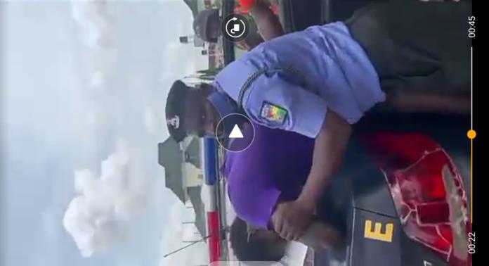 #EndSARS VIDEO: Horrifying Moment Policeman Choking Up A Man in Abuja