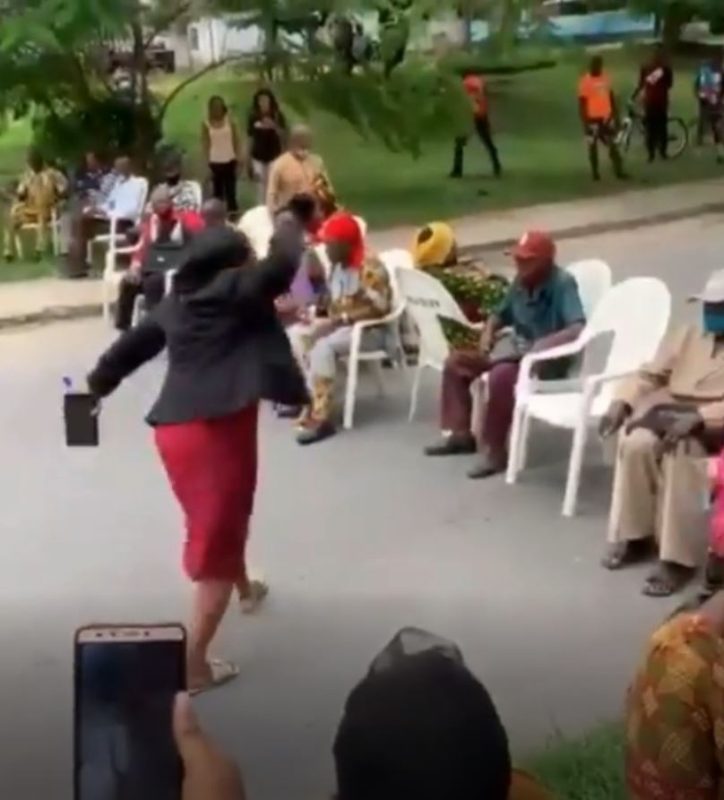 VIDEO: Pensioners Protests 6 Years Non-Payment Of Entitlements, Block Major Road In Calabar